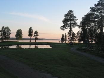 Mittsommernachtgolfen in Finnland